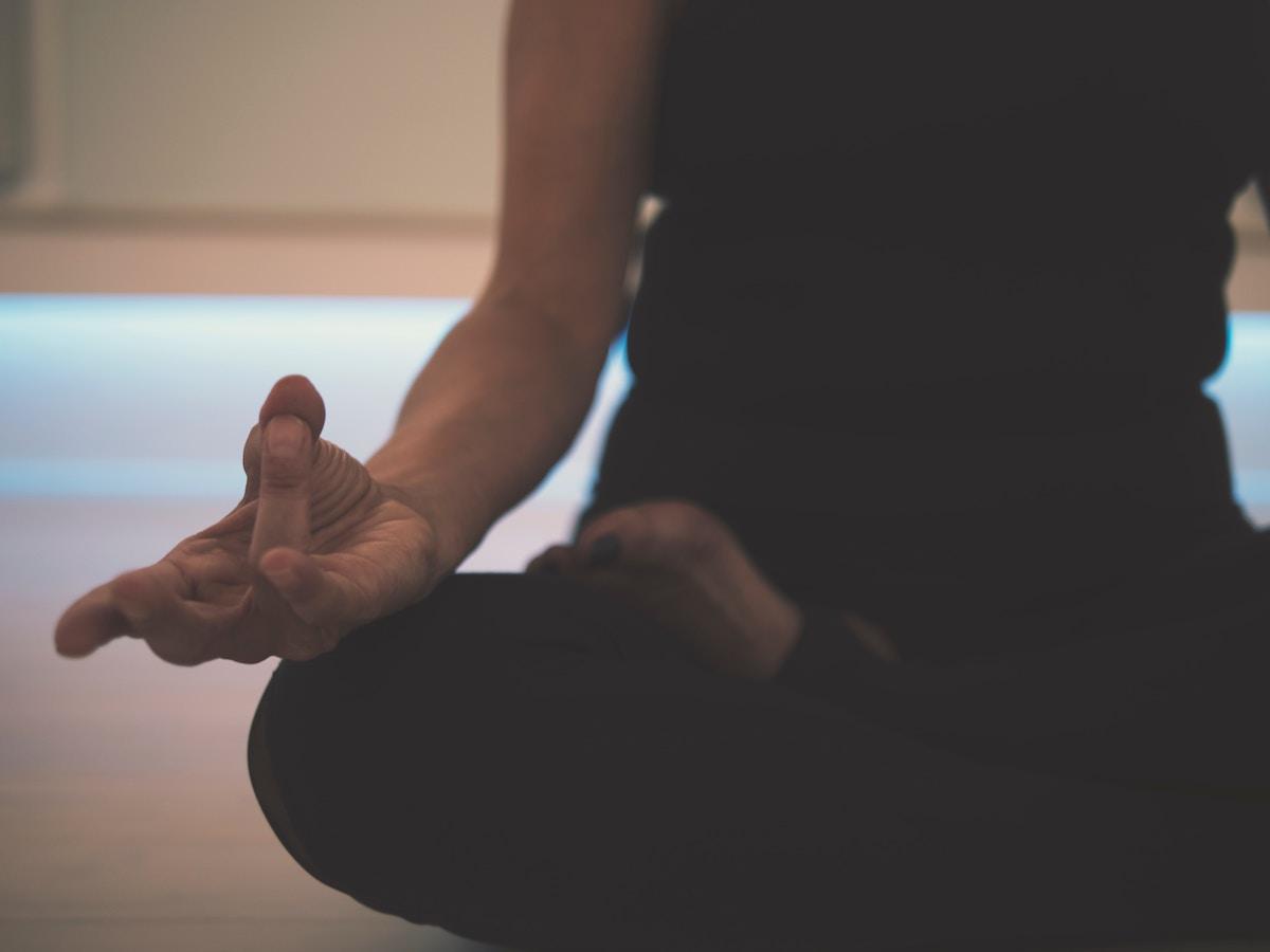 Stress da rientro e burnout? Li affronto con lo Yoga